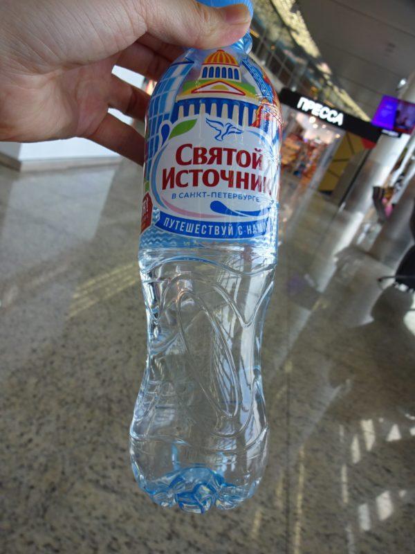 モスクワ空港で買った水