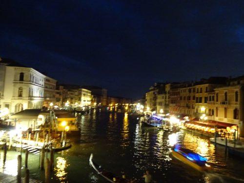 夜のベネチア