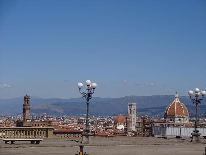 フィレンツェ 封鎖されたミケランジェロ広場