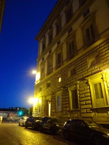 夜のフィレンツェの街並み