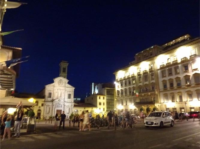 フィレンツェの夜の街並み