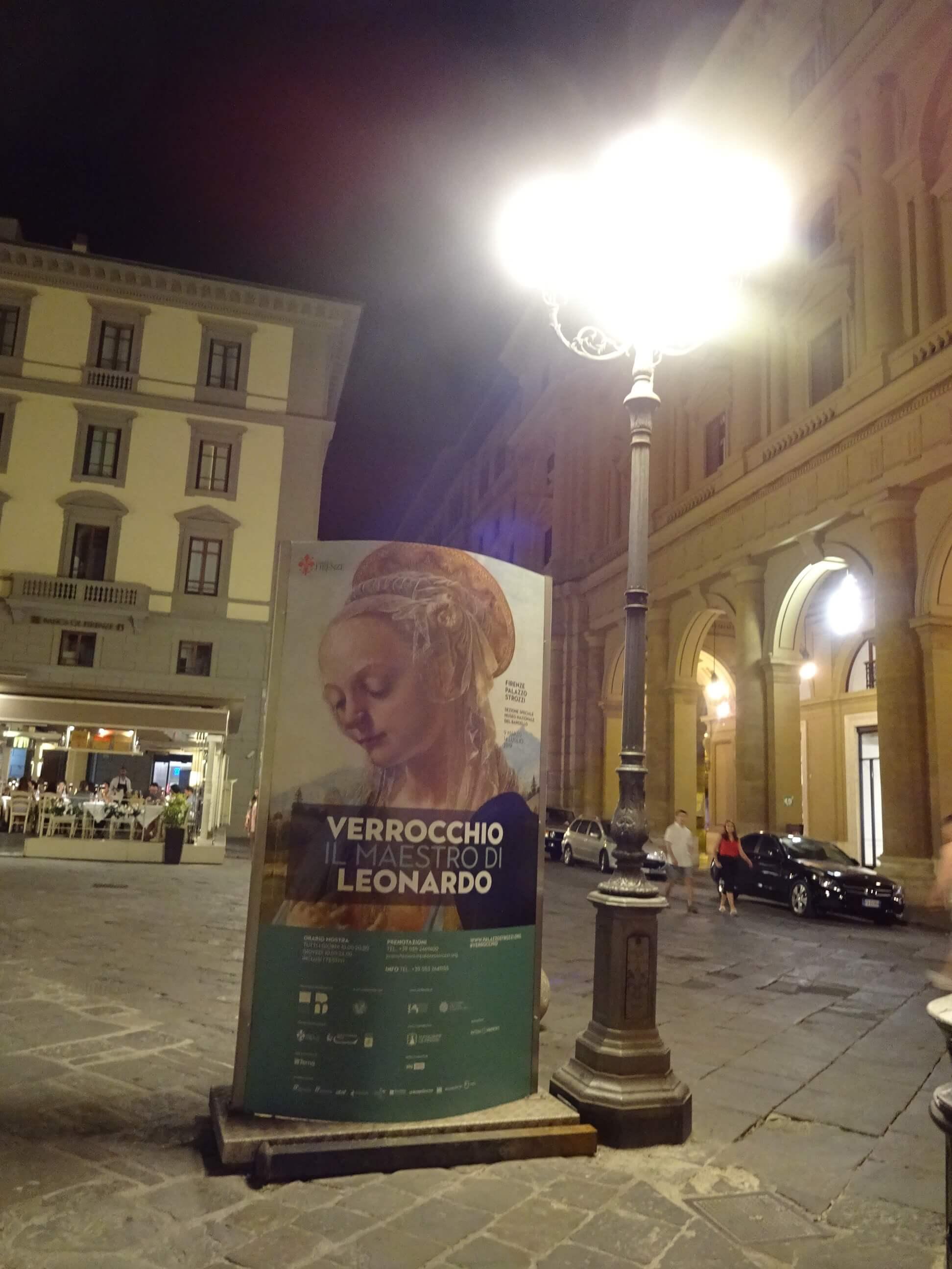 フィレンツェの夜の街並み 共和国広場