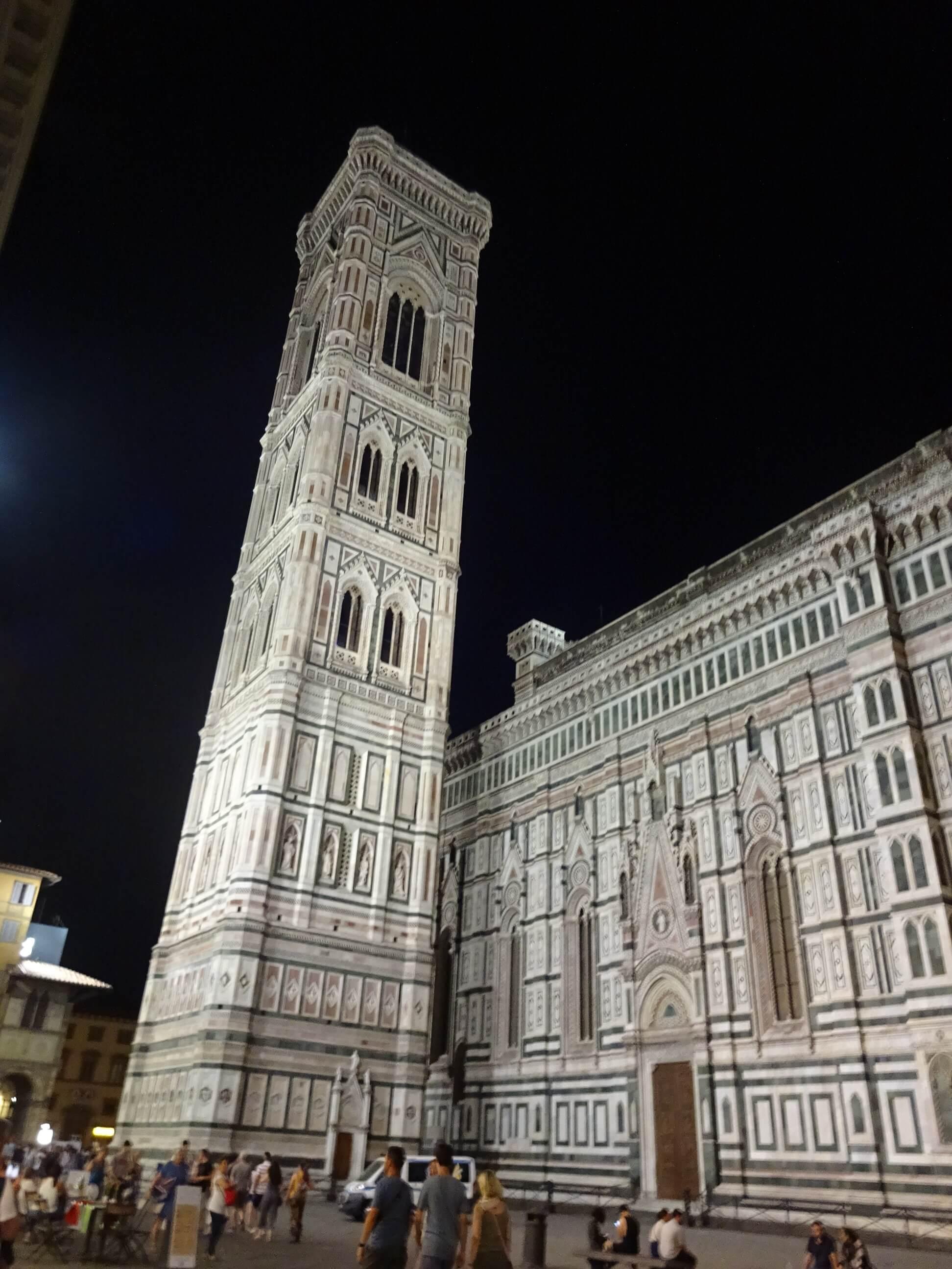 フィレンツェの夜の街並み ジョットの鐘楼