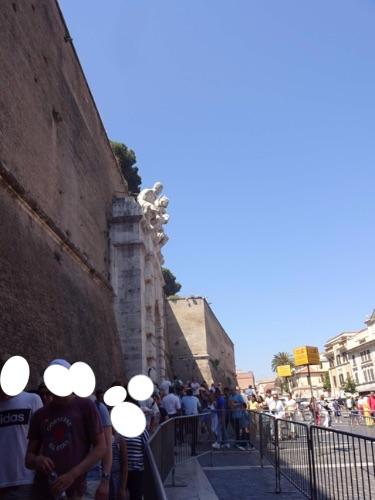 ローマ バチカン博物館の行列