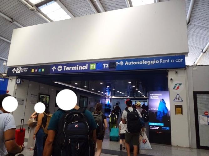 ローマ フィウミチーノ空港 レオナルド・エクスプレスで