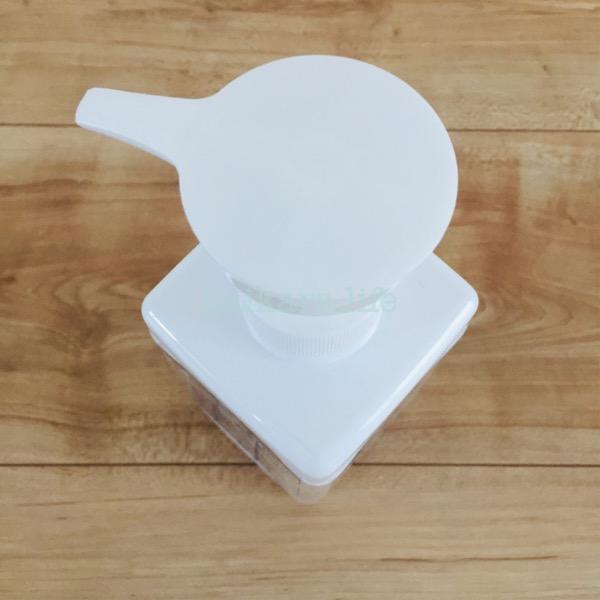 ダイソーのシンプルなポンプボトル。ハンドソープ入れに!
